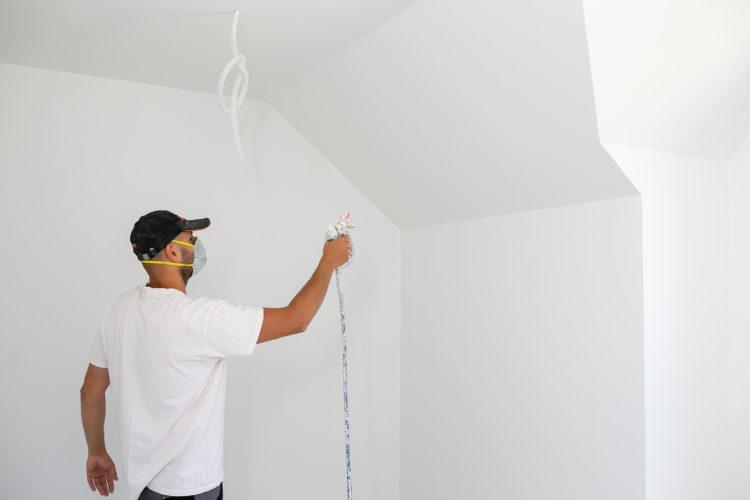 Techniki Malarskie : jak właściwie przygotować podłoże pod malowanie ścian?